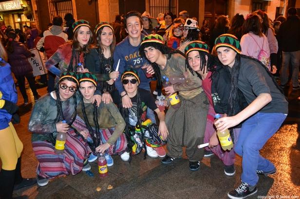 Grupo-de-amigos-en-el-desfile-de-carnaval-de-Jávea-2014.jpg